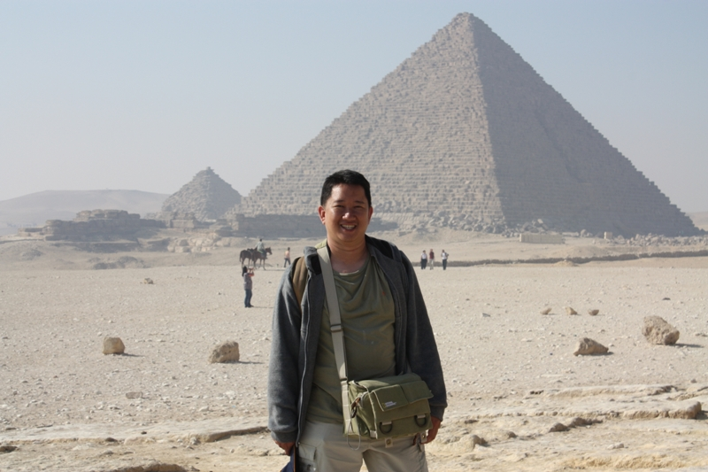 091202 Giza Me and pyramids