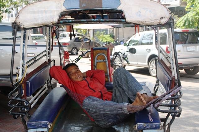 Vientiane - Tuk Tuk driver hammock