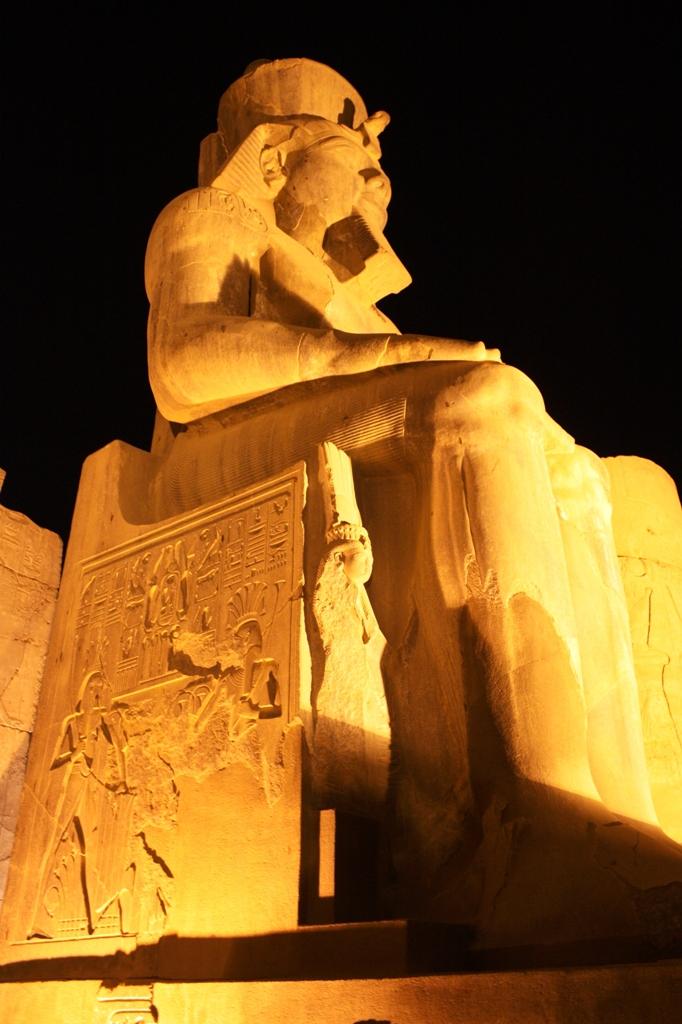 2009 1130 Luxor Temple
