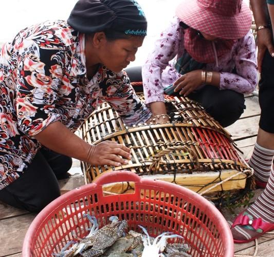 $5 Seafood Smorgasbord in Kep, Cambodia