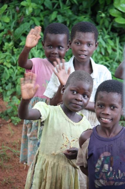 091223 Waving children