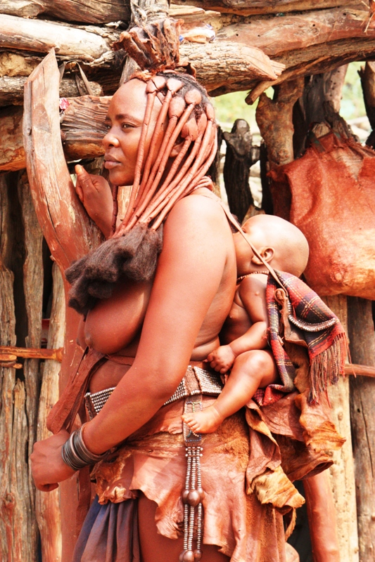 100118 Himba Woman and baby