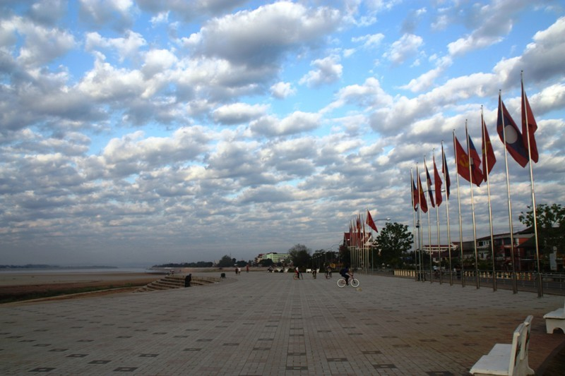 Laos - Vientiane - Riverside