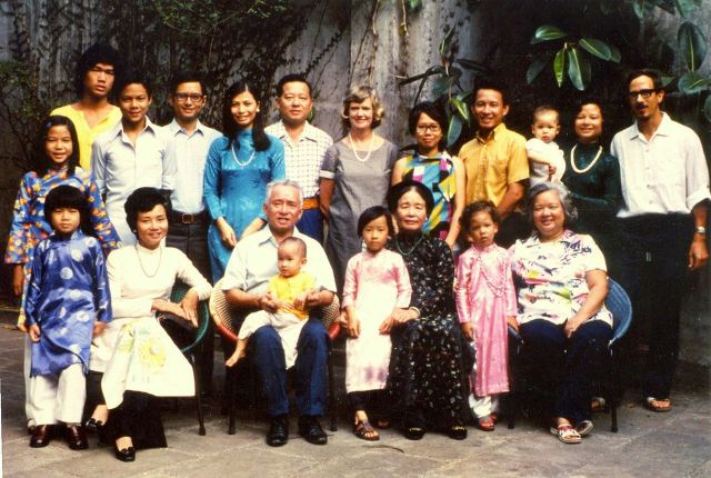 Family-Photo-Saigon